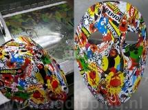 Masker met stickerbomb