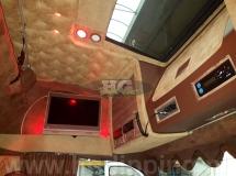 Volvo interieur gedipt met hout